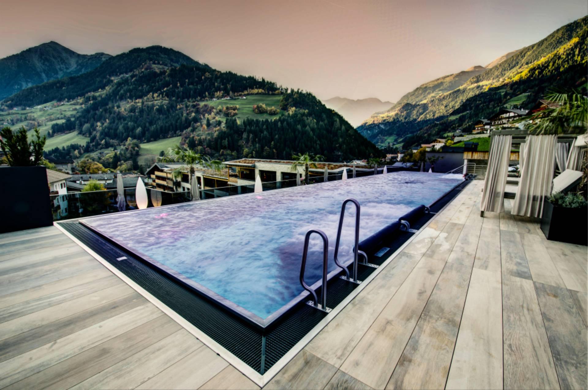 Highlight Im Hotel Stroblhof In Sudtirol Infinity Pool